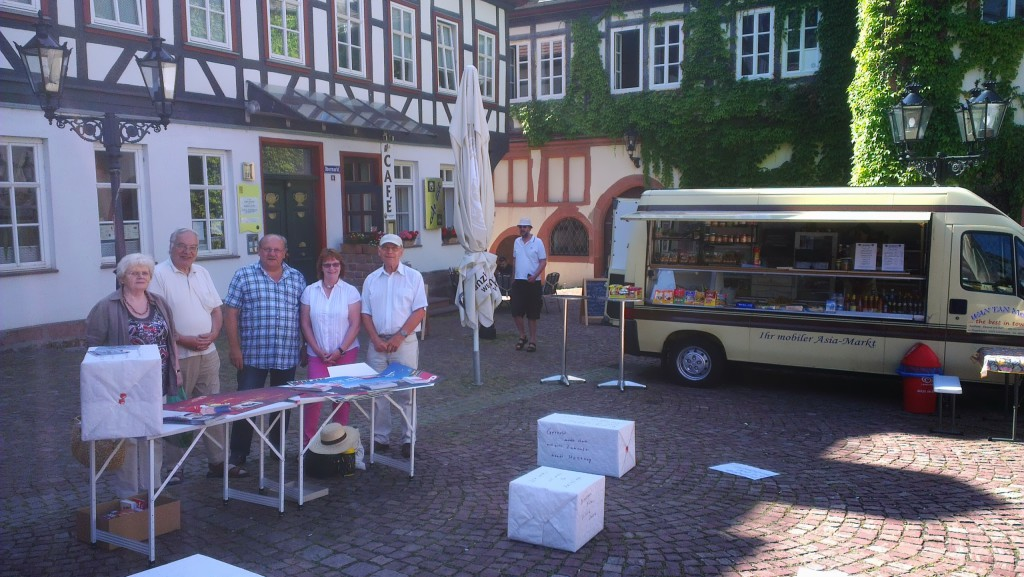 Heinz Lotz auf Wochenmarkt